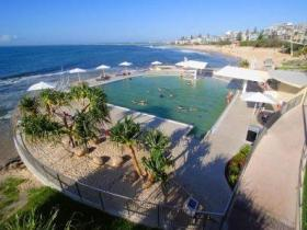 Kings Beach - Beachfront Salt Water Pool - Geraldton Accommodation